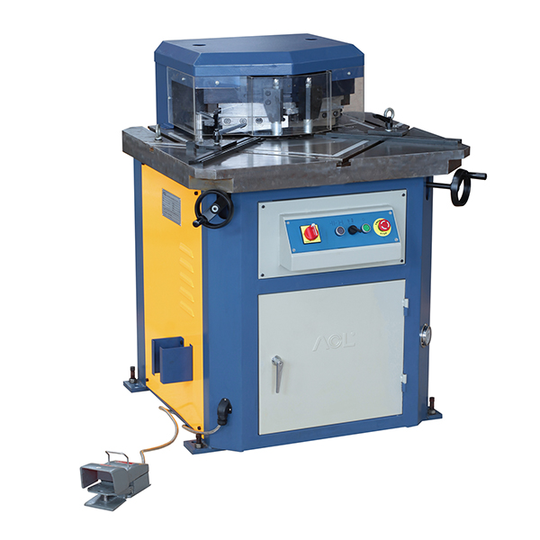 ADJUSTABLE HYDRAULIC NOTCHING MACHINE